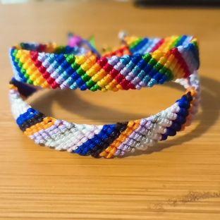 七色彩虹手绳详细教程,大人小孩都适合戴,给小宝宝编一条吧!