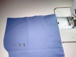 这次的插袋是有袋贴,袋布为一块。有的面布较薄,袋布就可以直接用本布,省去袋贴的步骤。有的袋布分为前后两块,只是多了一个车合的步骤。其他原理都是一样的。